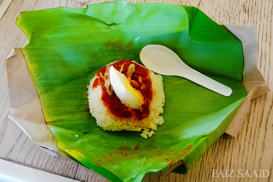 Nasi lemak presentation