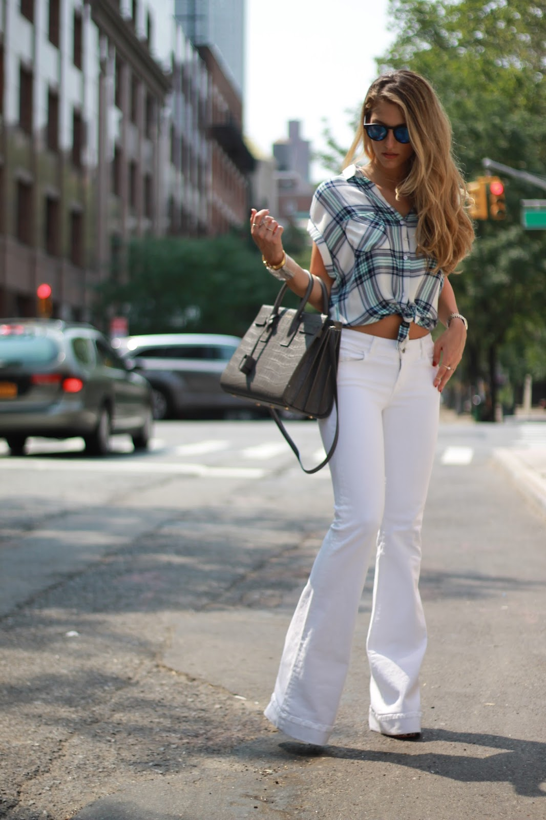 FLARE JEANS TREND | DRESSED FOR DREAMS