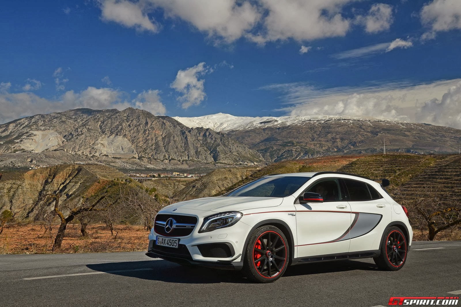 2015 mercedes benz gla 45 amg nimble and dynamic mycarzilla. Black Bedroom Furniture Sets. Home Design Ideas