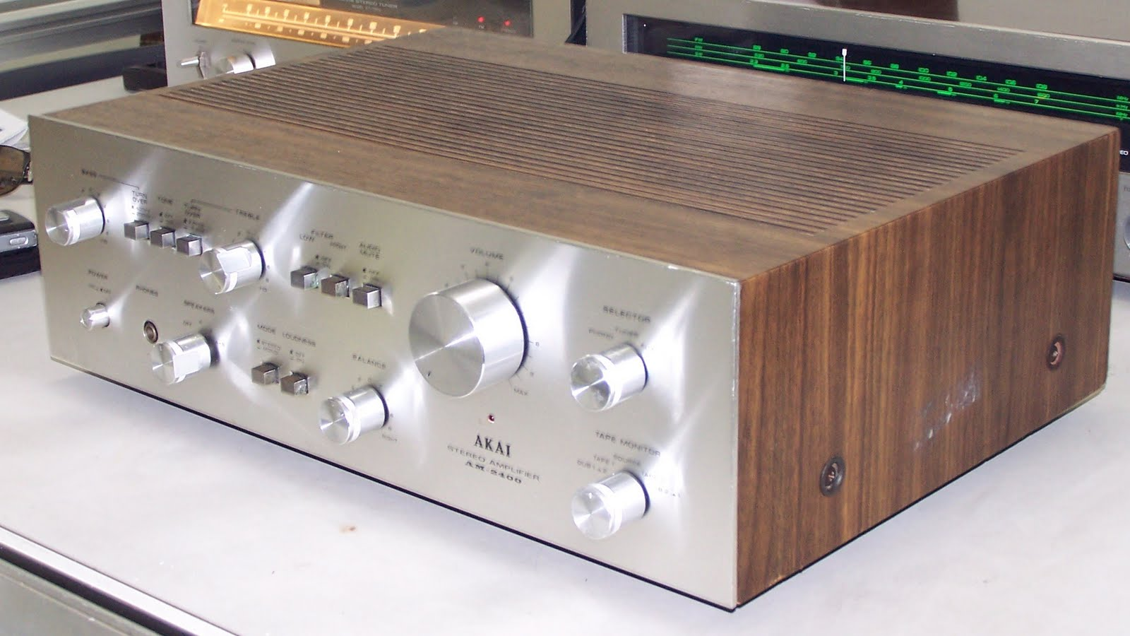 Vintage Audio: Akai AM 2400 Integrated Amplifier Specifications
