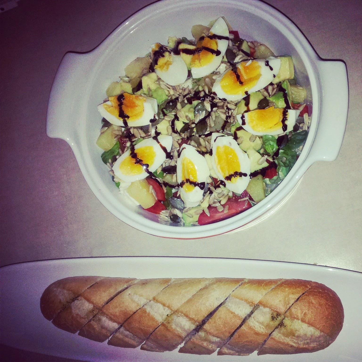 sałatka z jajkiem,sałata lodowa,zdrowe sałatki