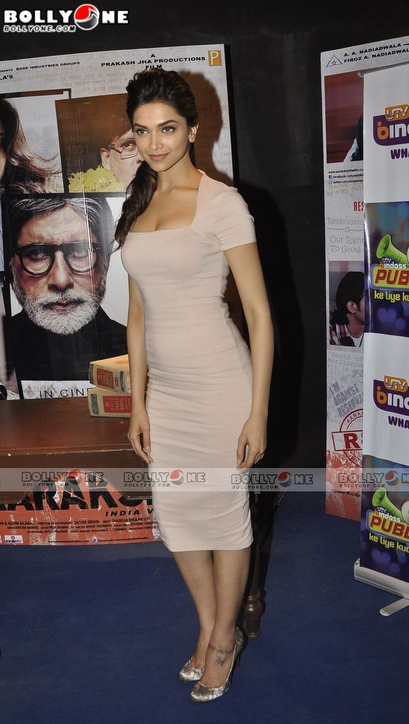 HOT Deepika Padukone with Big B. Promote Aarakshan on UTV BIndaas