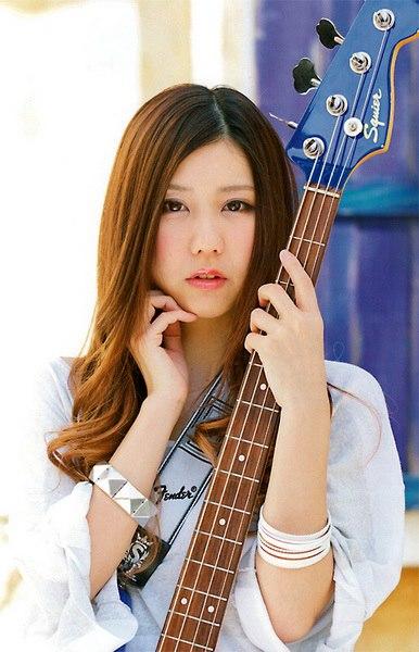 SCANDAL Awanai Tsumori No,Genki dene Promotion Photo Tomomi Ogawa