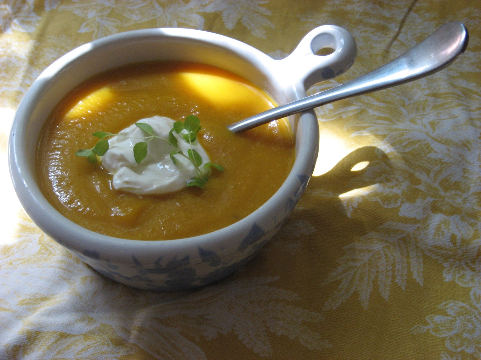 Butternut Squash Apple Soup ... this real food pureed soup is so ...