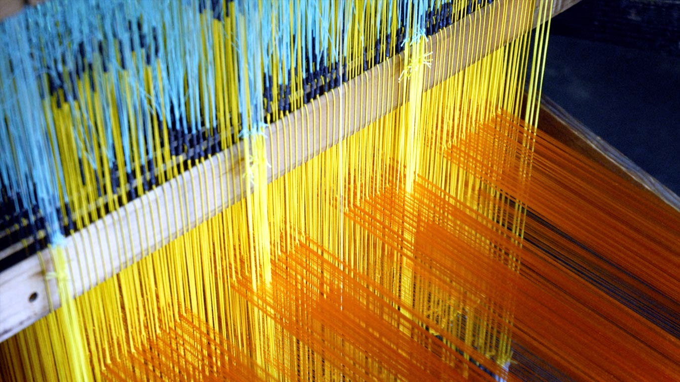Traditional Nishijin textile weaving in Kyoto, Japan (© Jeremy Hoare 2013/age fotostock) 209