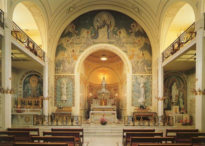 Visita a Capela da Medalha Milagrosa, localizada na Rue du Bac, 140 - Paris