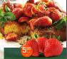 Prăjitură rustică din porumb cu sirop de căpșuni și mentă