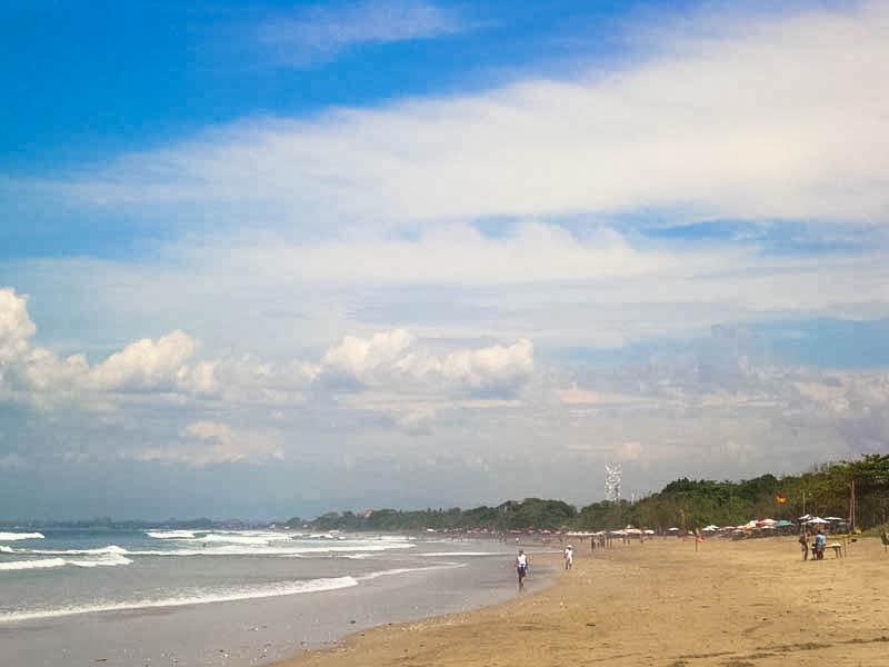 View Pantai Kuta dengan Pusat Keramaian Pantainya