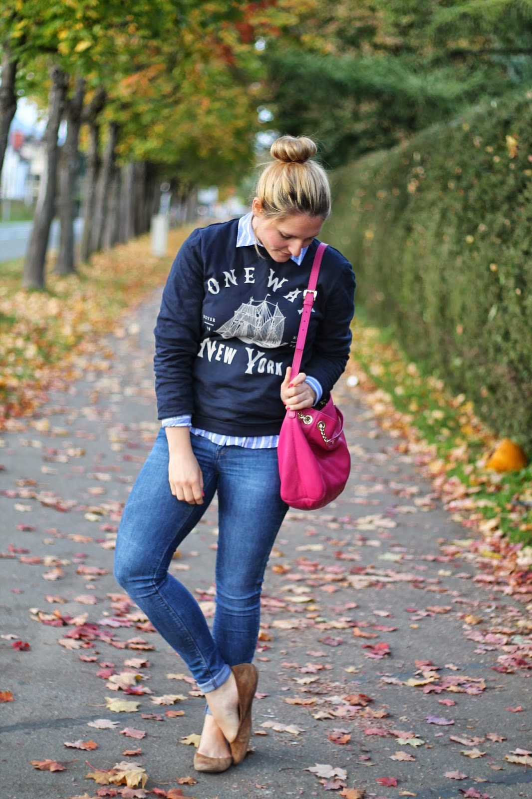 Fashionblogger Austria / Österreich / Deutsch / German / Kärnten / Carinthia / Klagenfurt / Köttmannsdorf / Spring Look / Classy / Edgy / Autumn / Autumn Style 2014 / Autumn Look / Fashionista Look / Blue Sweater Blauer Pullover / White  Blue Blouse H&M Weiß Blaues Hemd / Pink Michael Kors Jet Set Chain Bag Tasche / Dutt / Blogger Dutt/ Beige J. Crew Flats Ballerinas / Tattoo / Glaube Liebe Hoffnung / Love Faith Hope / Kunststätte Klagenfurt / Fashionblogger Kärnten /
