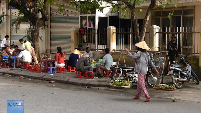 Hue'de sabah kahvaltı yapanlar
