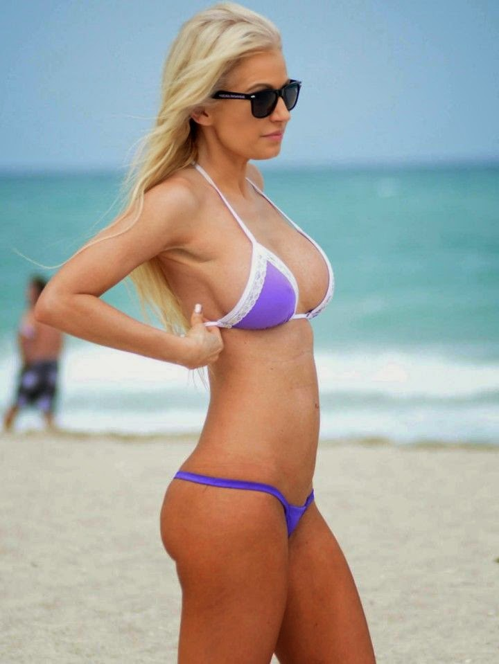 Ana Braga was in great style with her two-piece,‭ ‬ray ban and excellent curves while she snapped to enjoying her day out on Tuesday,‭ ‬May‭ ‬6,‭ ‬2014‭ ‬in Miami,‭ ‬FL,‭ ‬USA.