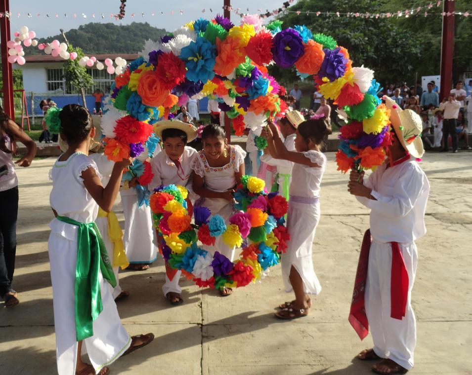 de tercer y cuarto grado presentaron la Danza de Arcos, del Estado de