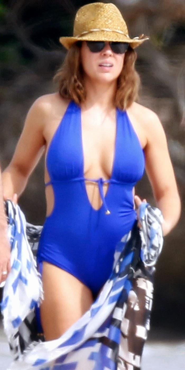 Alyssa Milano In Bikini 3