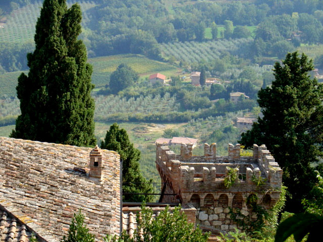 Discovering montepulciano high atop the golden hills of for Montepulciano italy
