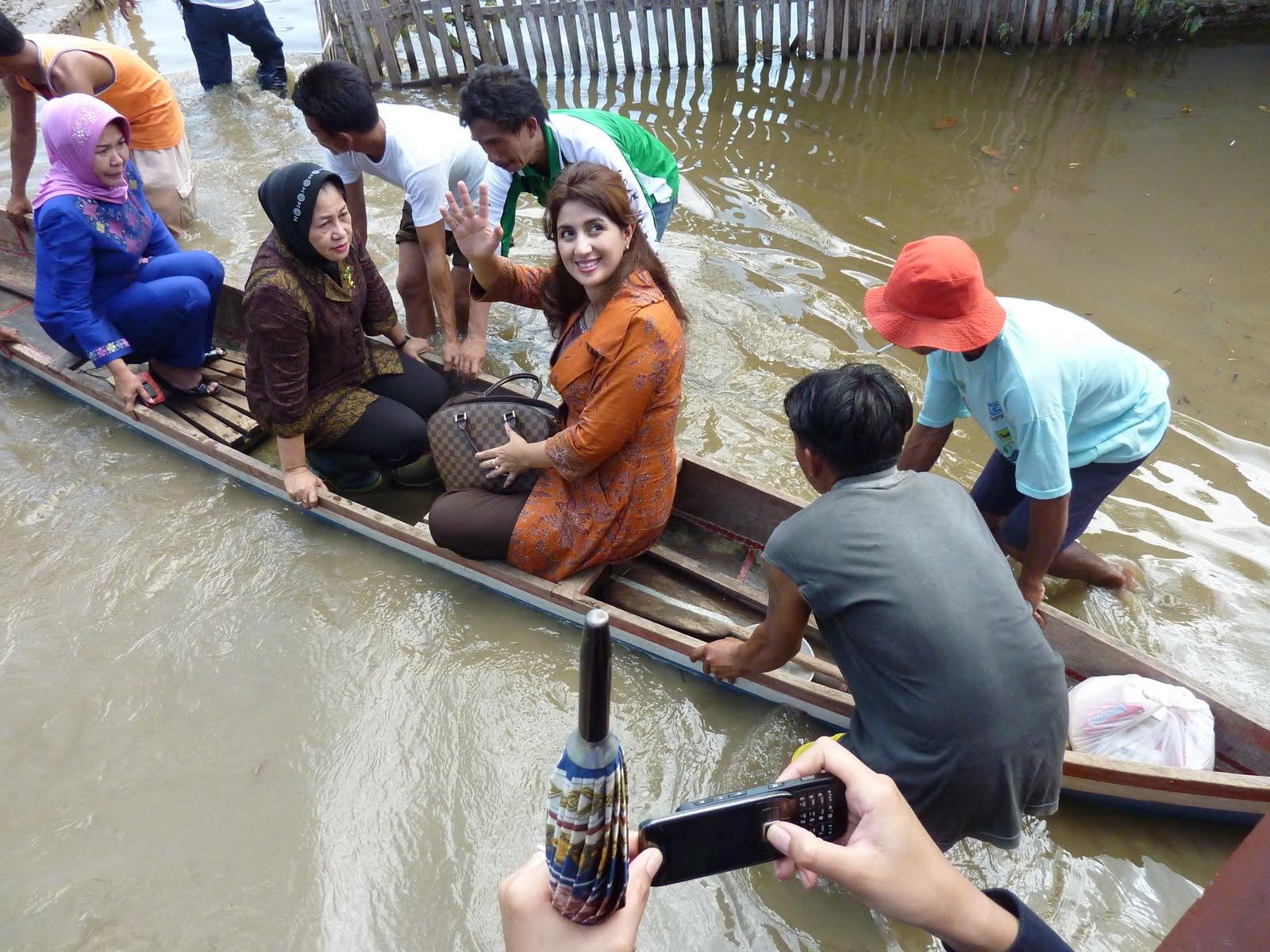 Mengunjungi Korban Banjir di Desa Bunggalo, Hutadaa, dan Buhu