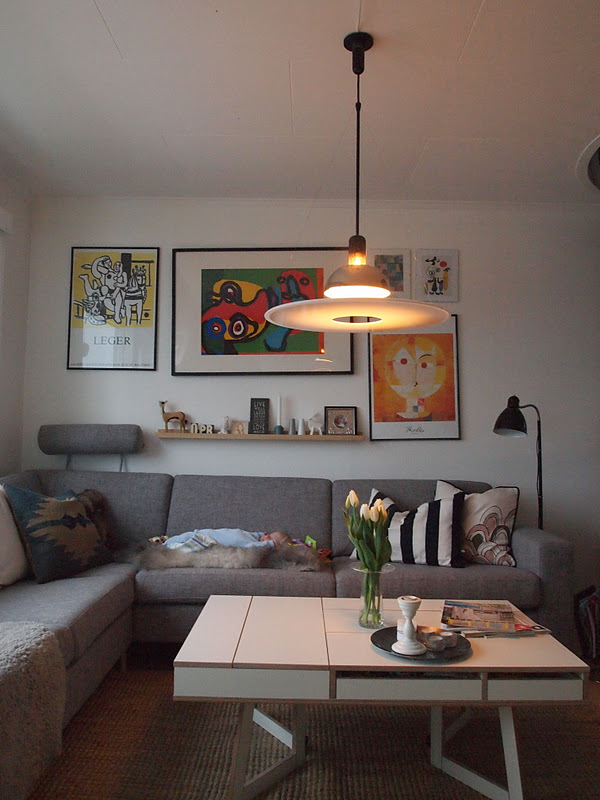 Urban retro: sofa, lampe og bord!