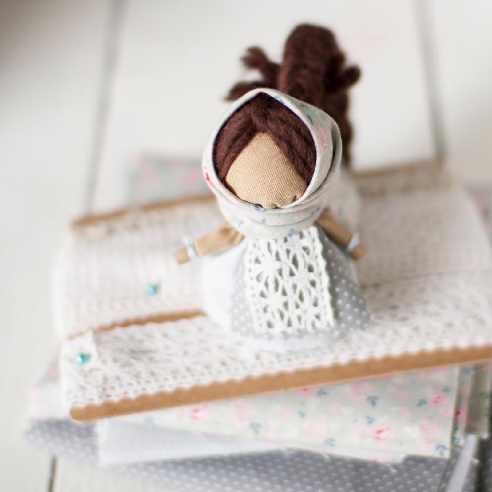 Женский оборег, народная кукла