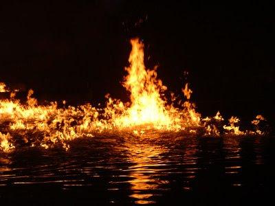 هل سألت نفسك يوما لماذا لايحترق الماء ؟ burning_water.jpg