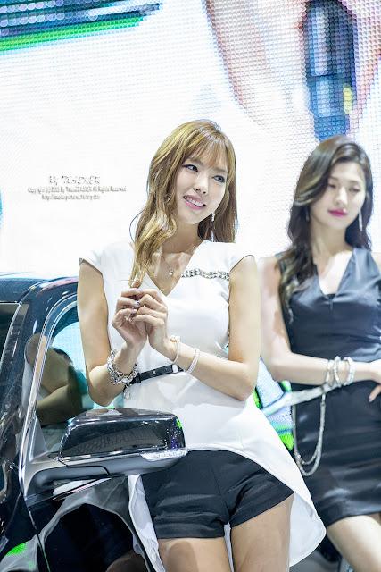 Kang I Na - Girl Model in Seoul Motor Show