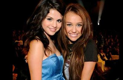Desnuda Miley Cyrus Y Selena G Mez Eso Es Lo Que Quiere Playboy