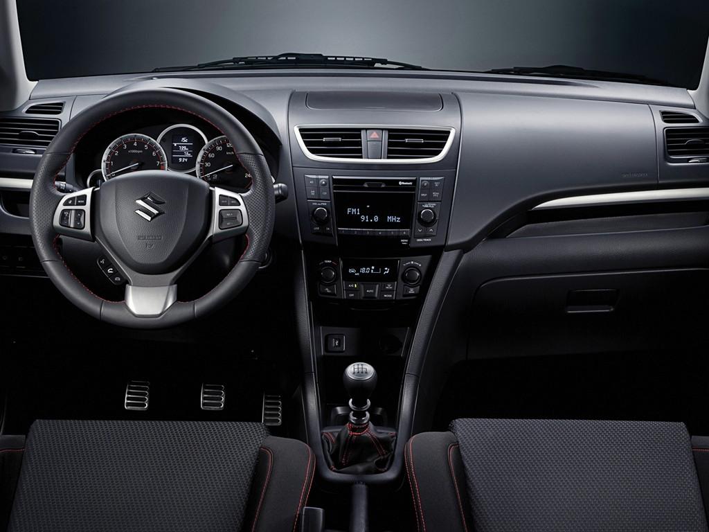 Suzuki Swift japoński hatchback tuning zdjęcia スズキ 日本車 ホットハッチ wnętrze interior