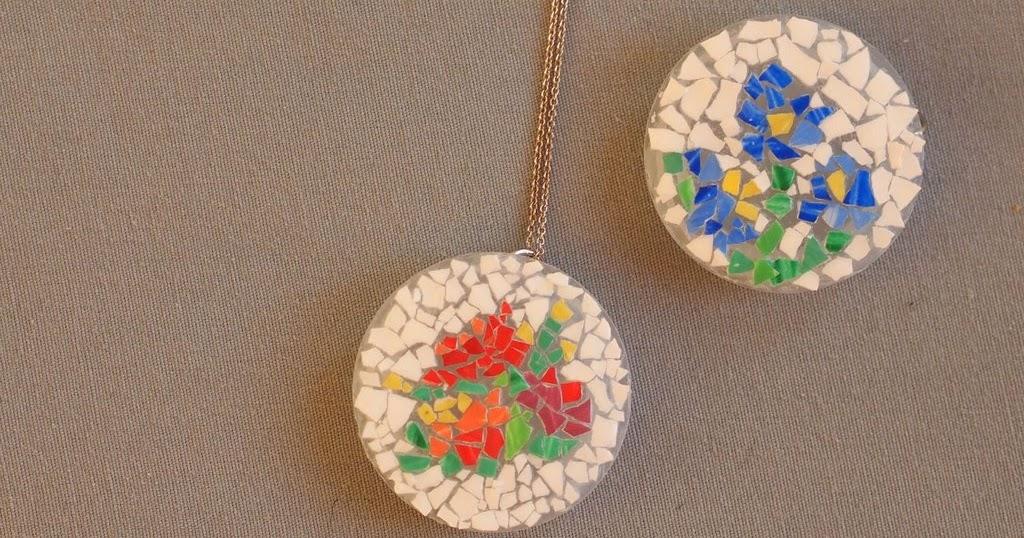 Eggshell mosaic necklace munchkins and mayhem for Egg mosaic design
