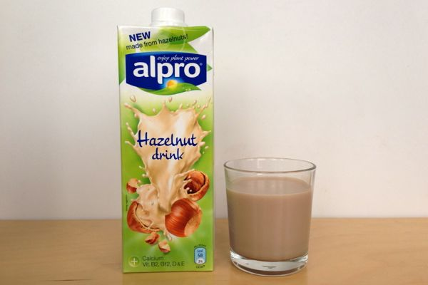 VEGANOO Vegan Reviews: Review: Alpro Almond and Hazelnut Milks