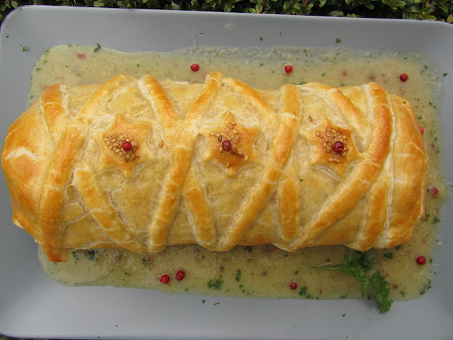 Solomillo en hojaldre con salsa de pimienta