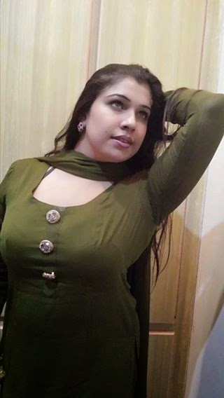 Beauty Of Pakistani Aunties Hot Photos