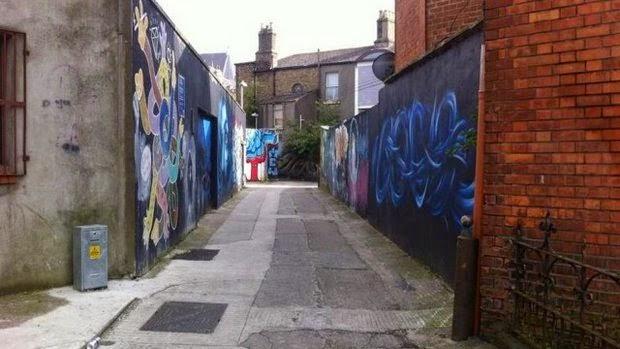 Beco onde o crime aconteceu, segundo denúncia (Foto: Reprodução)