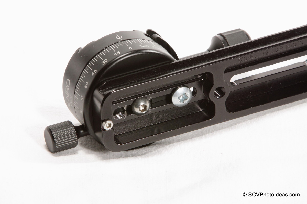 Benro PC-0 Panorama Clamp mounted on vertical rail assembly - back + 2nd screw
