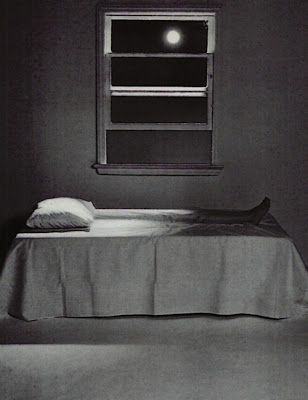 http://3.bp.blogspot.com/-5WTR4oSt1lw/UNsQ75-IPuI/AAAAAAAABqw/lw7IpZc6mYM/s400/scary+legs+on+bed.jpg