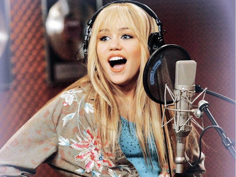 Cantando may refer to: Cantando