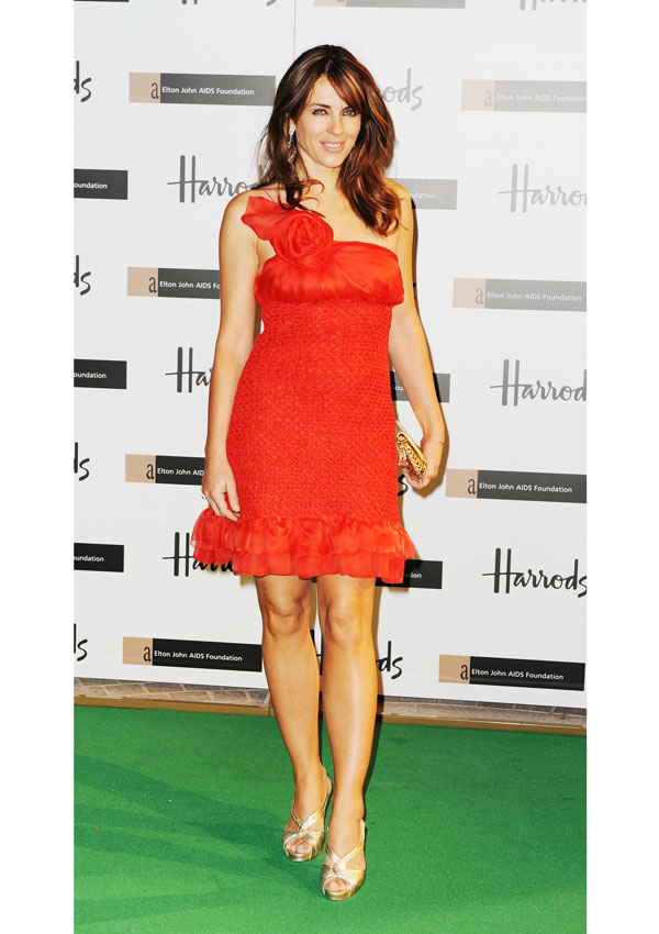 celebrity heights how tall are celebrities heights of celebrities how tall is elizabeth hurley. Black Bedroom Furniture Sets. Home Design Ideas