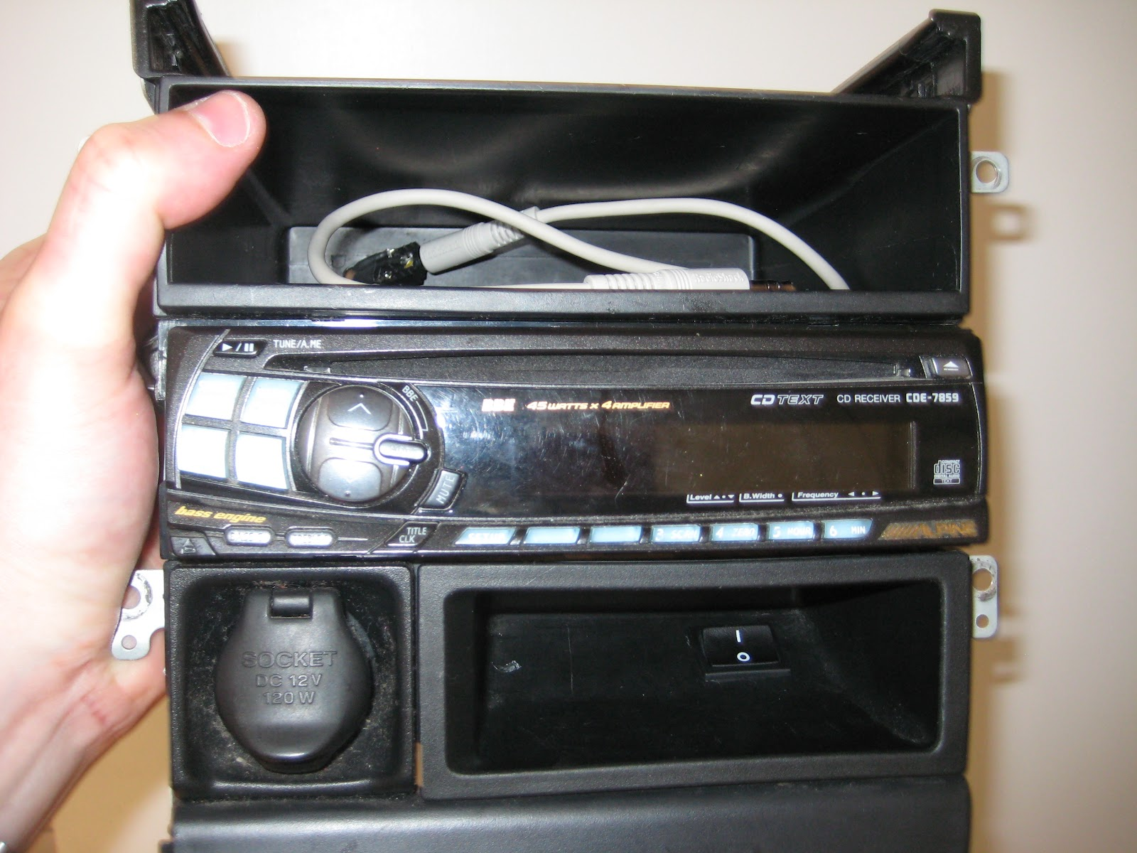 Jaspers Stuff Car Stereo Aux Input Hack 9846 Wiring Diagram Alpine Cd Player And Here Is The In Action