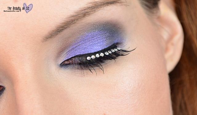 Bleues Augenmake-up mit Fake Lashes