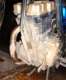 bersihkan mesin motor kotor