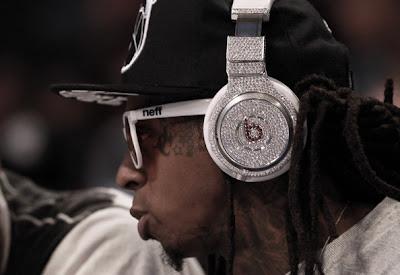 Tunechi com fones de ouvido de diamantes