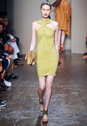 Права рокля с драперии от Donna Karan