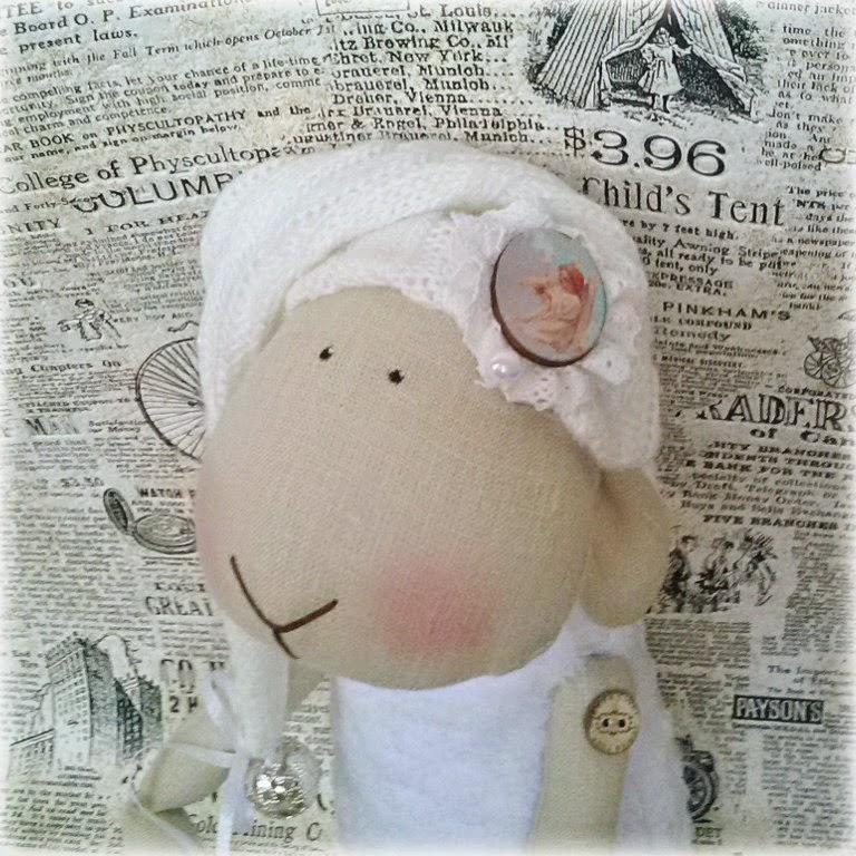 овечка новогодняя, овечка в колпачке, подарок на рождество