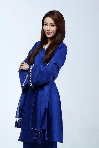 Soo Wincci Cantik Pakai Baju Kurung Melayu