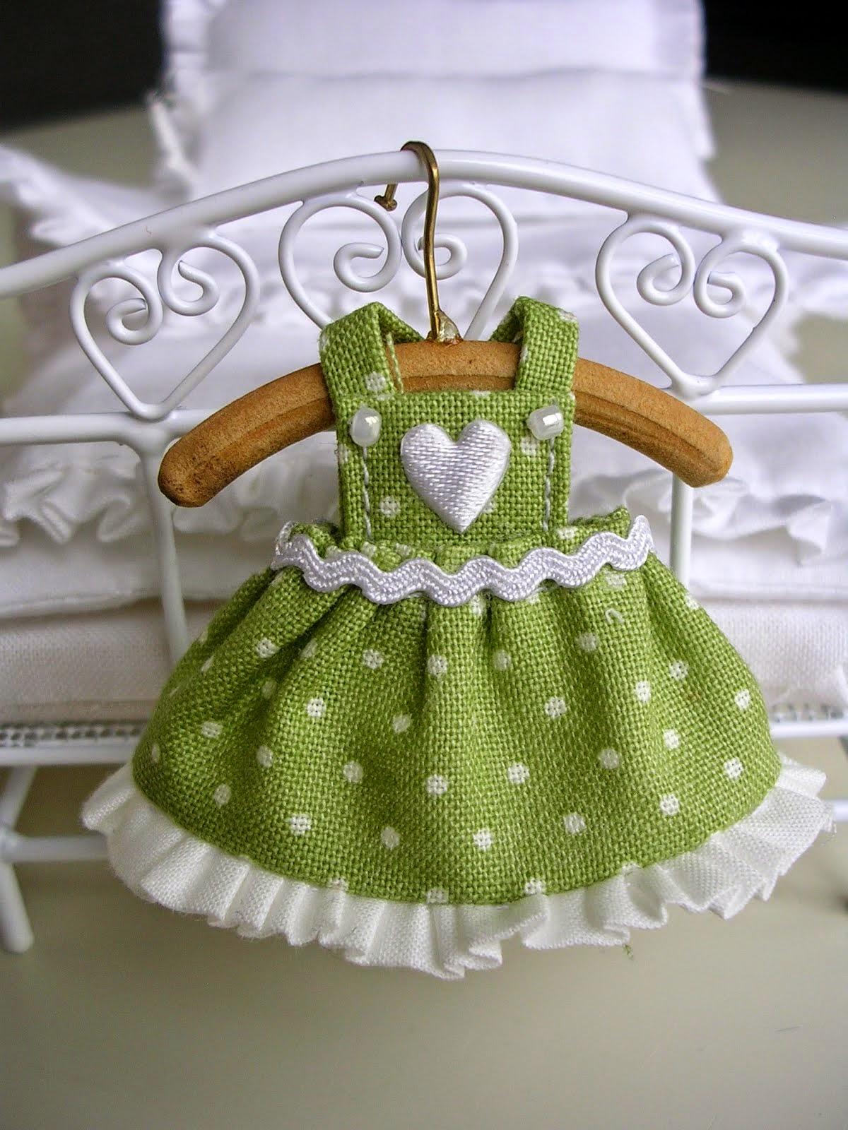 Sukienka zielona - skala 1:12