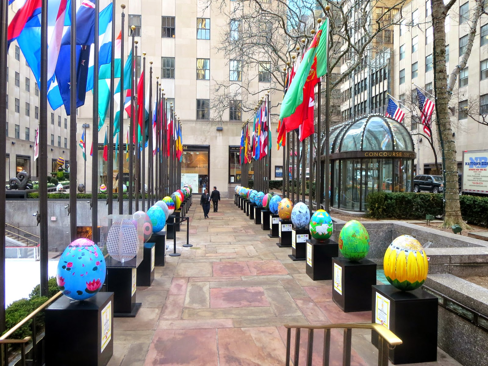 Camera Rockefeller Center : Big apple secrets: rockefeller center :big egg hunt 2014 is over.