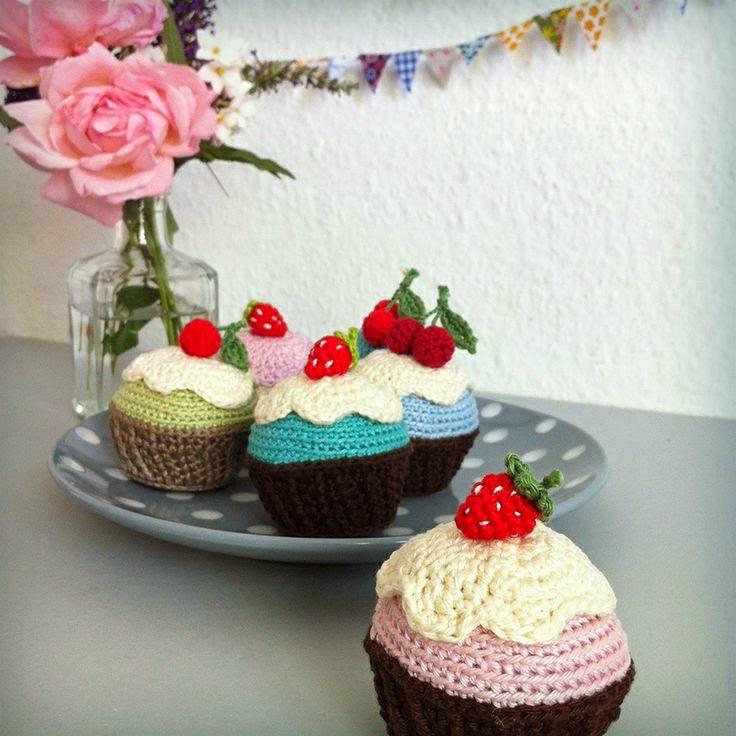 http://www.lalylala.com/?port=birthday-cupcakes-a-free-lalylala-crochet-pattern