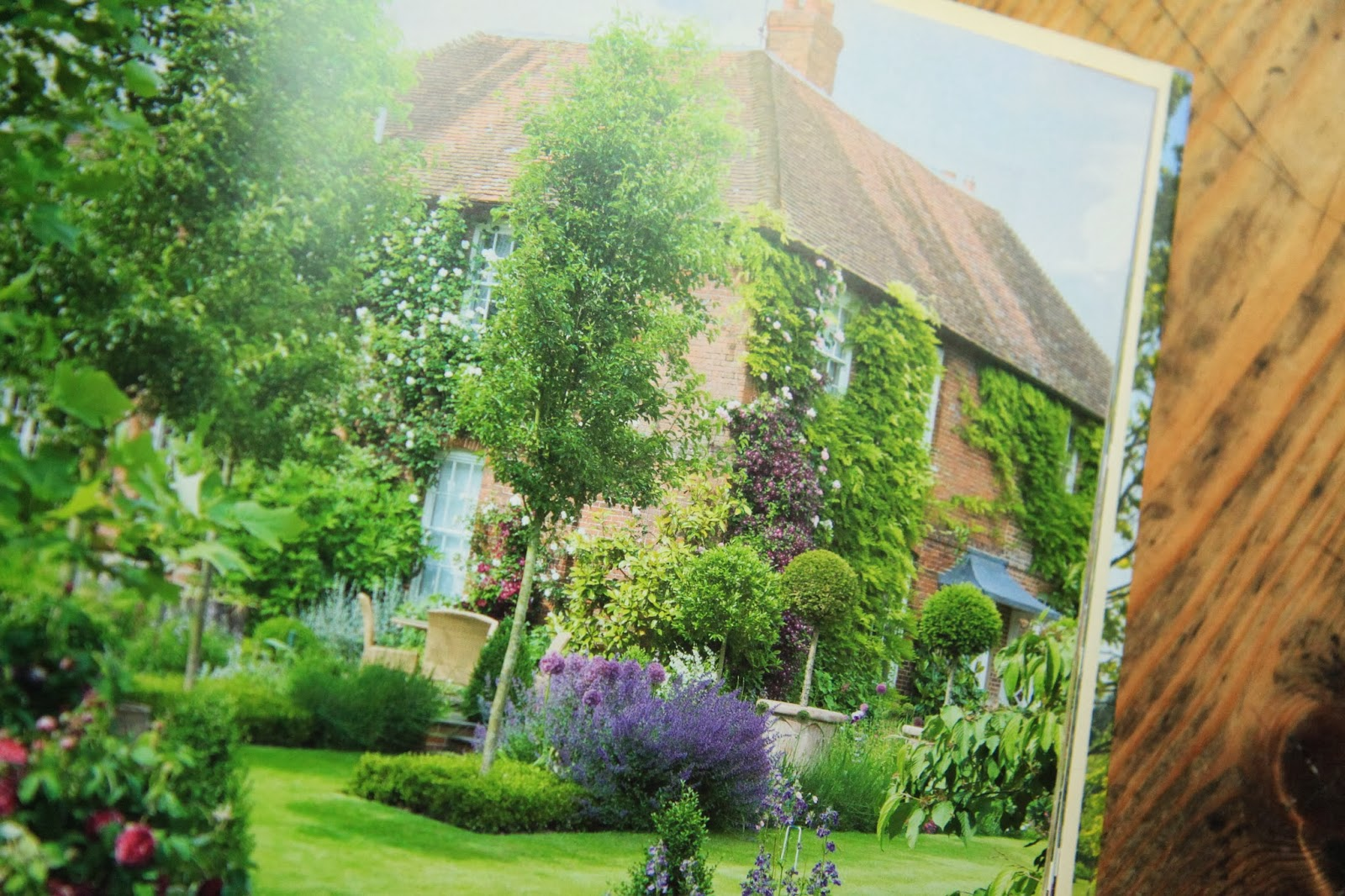 Modern country style my secret garden by alan titchmarsh for Garden design workbook