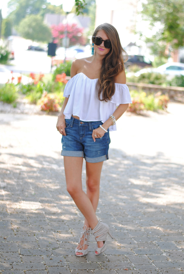 Love this look! White crop top + denim shorts