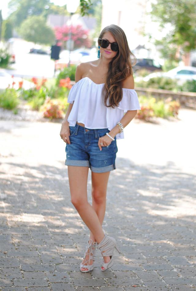 Love this look! White crop top + denim shorts