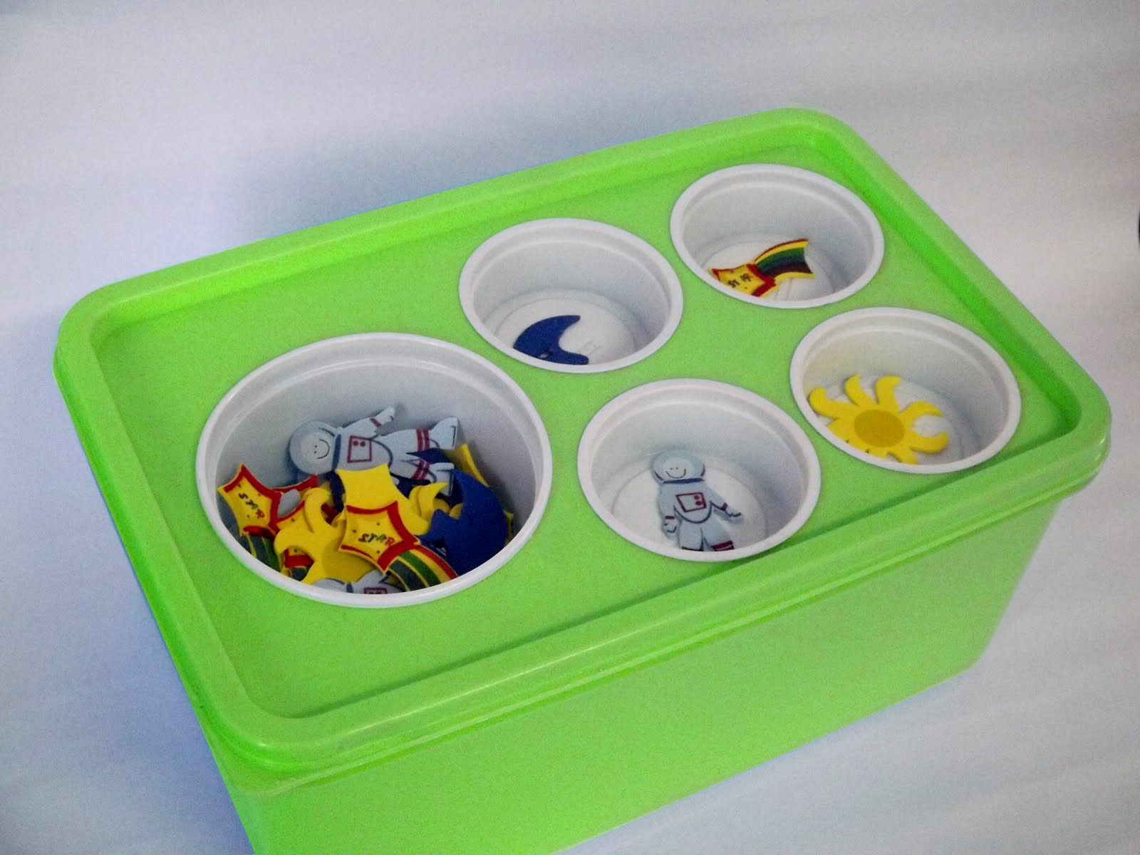 TEACCH Containers http://mylittlewarriorprincess.blogspot.com/2012/07/teacch-program-for-autism.html