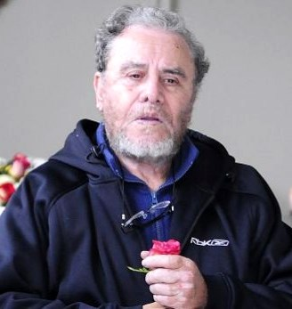 Augusto Polo Campos con bigote y barba