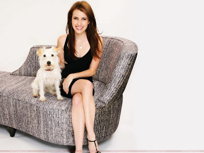 Actress Emma Roberts Glamour Wallpaper